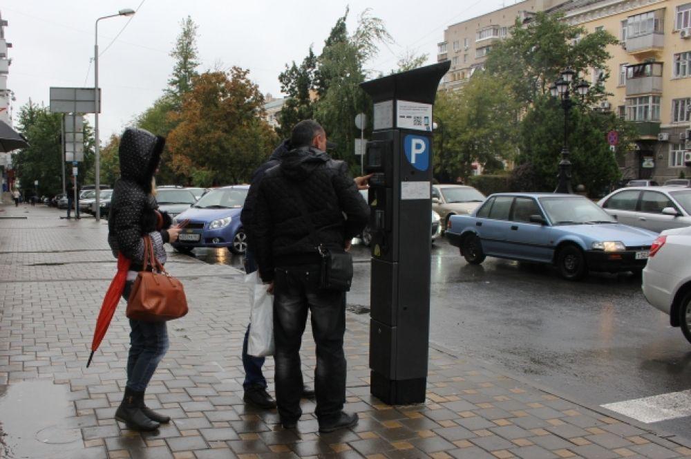 По информации РПП, в первый день работы платными парковками воспользовались свыше 1500 человек, а оплатили услугу лишь 600 водителей.