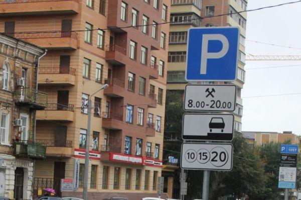 Но есть информация, что сотрудники «Ростовского парковочного пространства» фотографируют на планшеты ситуацию на парковках, вероятно чтобы отслеживать неплательщиков.