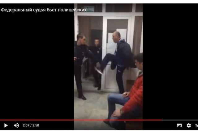 НаКубани уволен судья, устроивший потасовку вотделе милиции