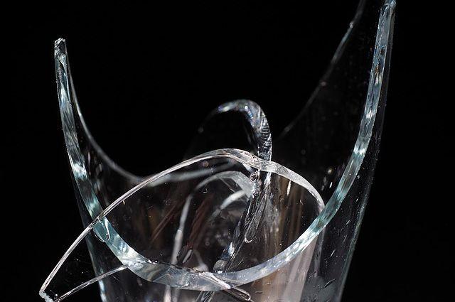 Омич «избил» пивной бутылкой иномарку иограбил ее собственников