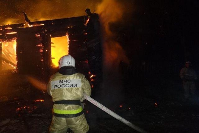 ВЯсной Поляне сгорел деревянный дом