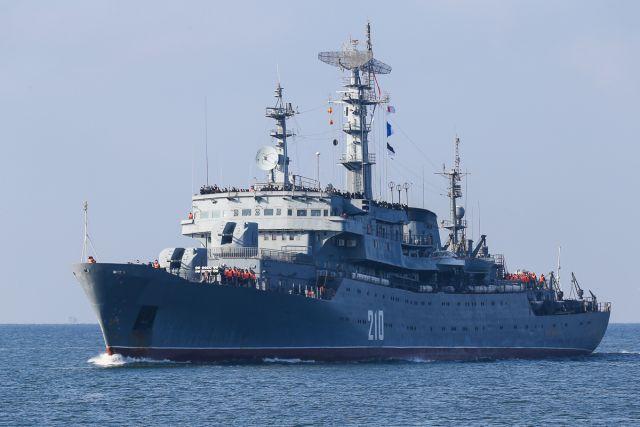 Учебный корабль «Смольный» вернулся в Балтийск после трехмесячного похода.