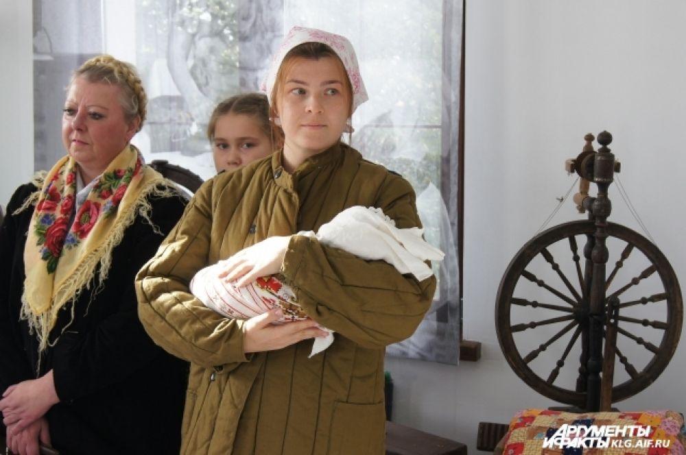 После приезда давали вещи, обувь, ткань — все то, что купить после войны было сложно.