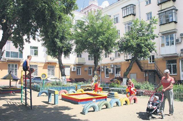 ВЗеленодольске 5-летний парень сломал ногу надетской площадке
