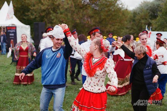 Где праздник у казака, там вся Русь веселится!