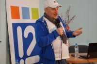 Известный писатель приехал в Омск на открытие молодёжной библиотеки.