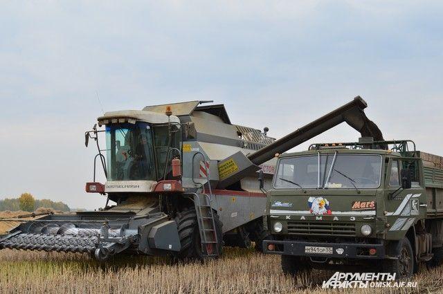 Предприятия области покупают комбайны и трактора со скидкой.