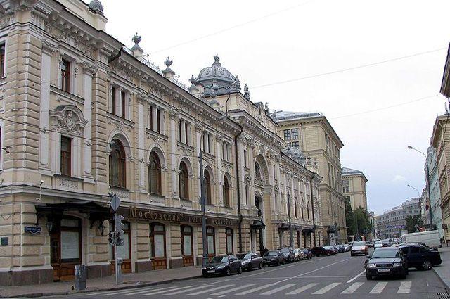 Систорического здания наБольшой Пушкарской сбили горельефы