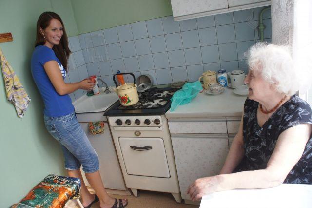 Волонтеры берут шефство над одинокими стариками