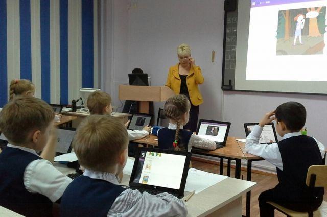 В ангарских школах есть опыт проведения уроков с электронными учебниками.