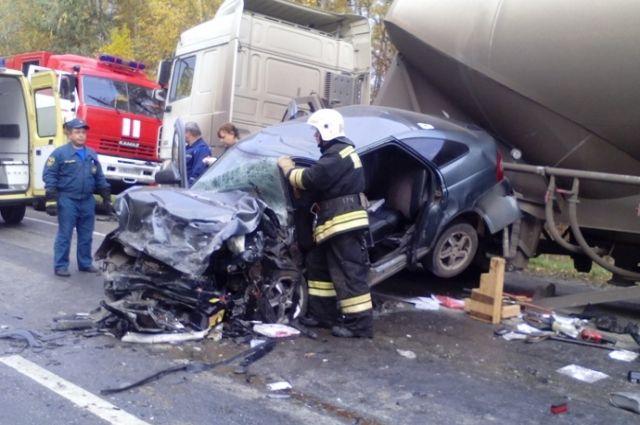 Цементовоз идве «Лады» столкнулись под Богородском: умер человек