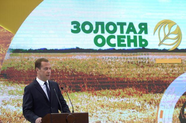 РФ собрала 112 млн тонн зерна— Медведев