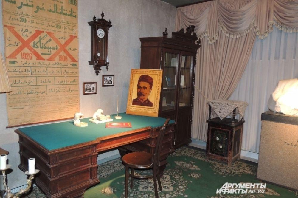 На время реконструкции музея в театре разместилась мемориальная комната Галиаскара Камала.