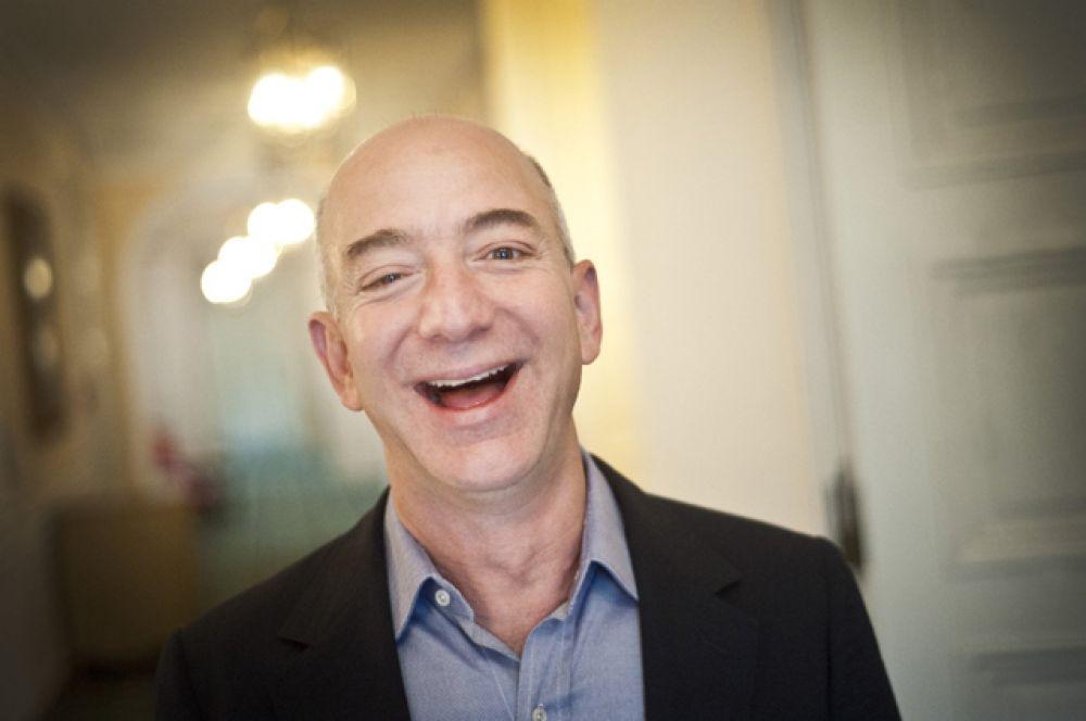 Основатель Amazon Джеф Безос за год заработал больше других резидентов рейтинга Forbes. Весной его капитал оценивался в 45,2 млрд долларов, сейчас – в 67 млрд долларов.