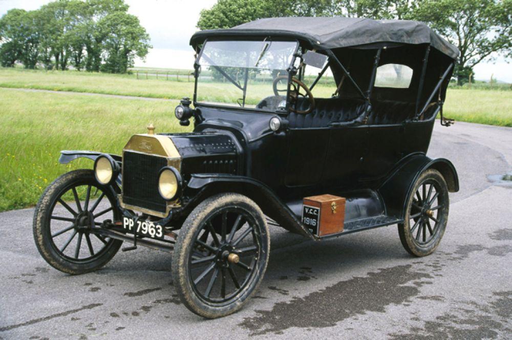Первое место в конкурсе получил знаменитый Ford Model T. Детище Генри Форда позволило американцам массово пересесть на автомобиль и всколыхнуло в Европе волну возникновения «народных» марок. Всего с 1908 по 1927 год было продано более 15 млн машин.