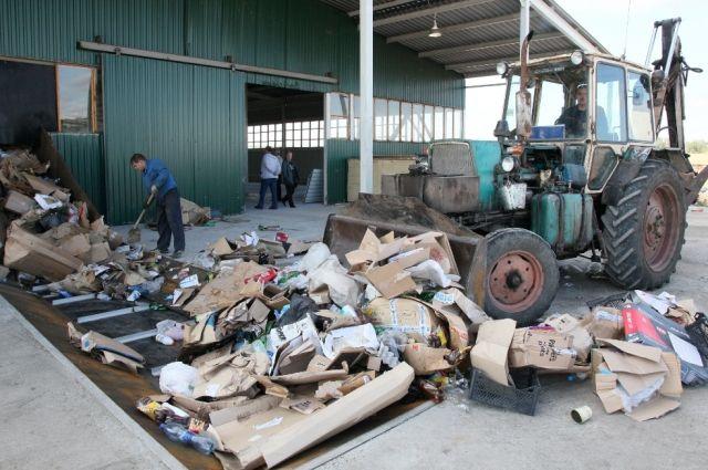 Полезных компонентов в мусоре - примерно 50%. В Челябинске сейчас извлекают из него всего 7%.