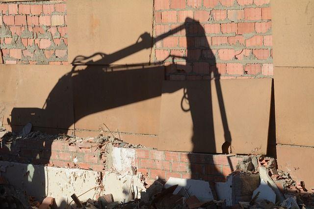 Экскаватор насмерть задавил рабочего вТарногском районе