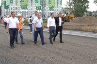 Максим Макин (второй справа) был первым кандидатом на пост и. о. главы региона.