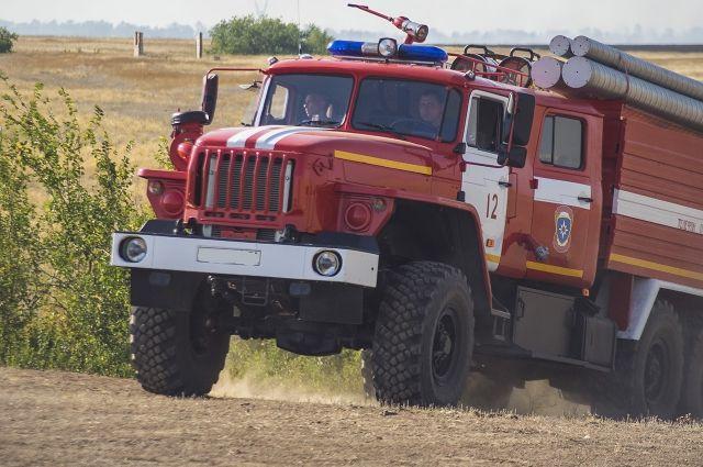 Неизвестный умер впожаре вметаллическом вагончике вКамышинском районе