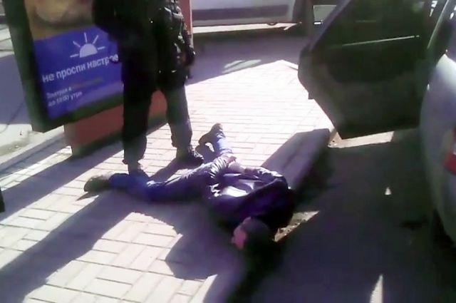 Гражданин Брянска ограбил магазин родственника при помощи зажигалки
