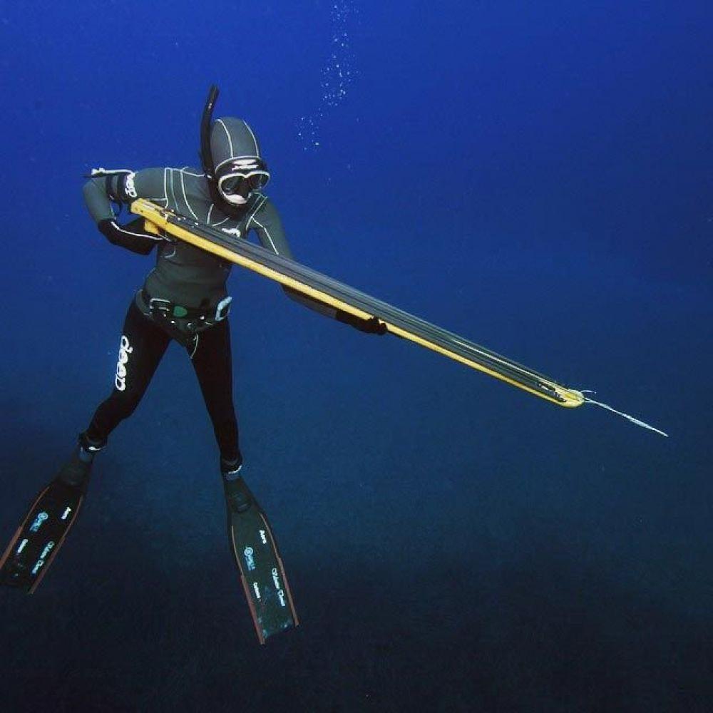 Сложно поверить, что девушки занимаются и такими вещами, как добыча рыбы