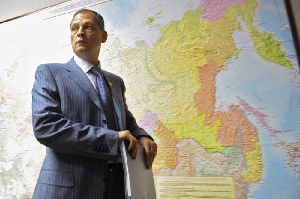 На пятом месте — Айрат Хайруллин, который хранит в банке 1,7 млрд руб. Он задекларировал 225,6 млн руб.