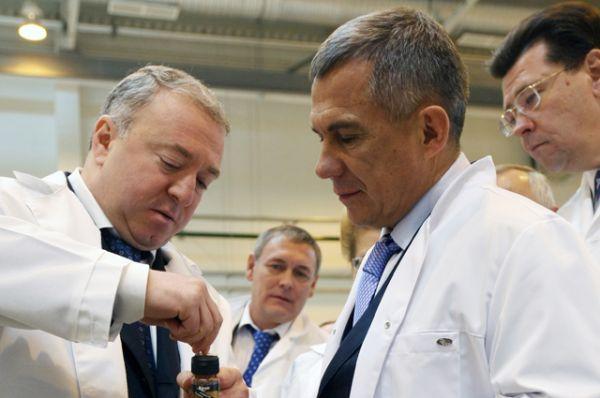 Четвертую строчку занимает Ирек Богуславский (на фото слева), на его счетах хранится 1,8 млрд руб. За прошлый год депутат заработал 145,9 млн руб.