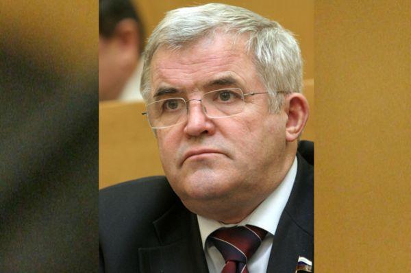 Лидером среди них является бывший директор ОАО «Лебедянский» Николай Борцов, на счетах которого находится 9,6 млрд руб. Доходы чиновника в 2015 году составили 799,1 млн руб.