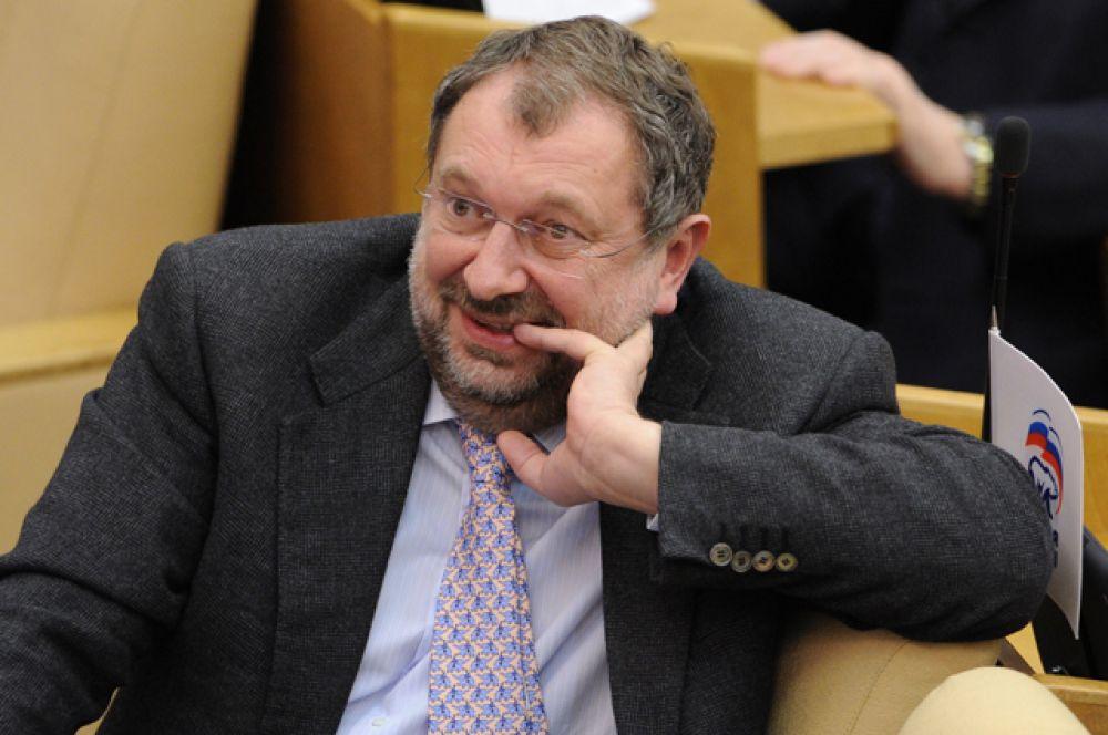 Депутат Владислав Резник занимает шестое место. На его счетах находится 1,3 млрд руб. Его доход в 2015 году составил 72,9 млн руб.