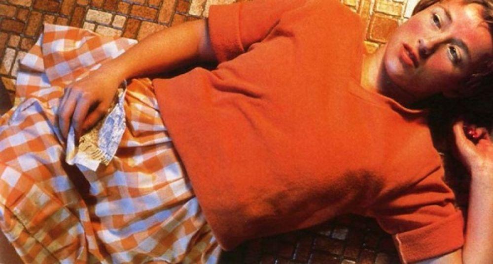 Это фото было сделано в 1981 году и не имело официального названия, кроме «№ 96». На фото рыжая девушка с клочком бумаги, где есть слова из рубрики знакомств. Фото принадлежит Синди Шерман и было продано в 2011 году за 3,89 млн. долларов