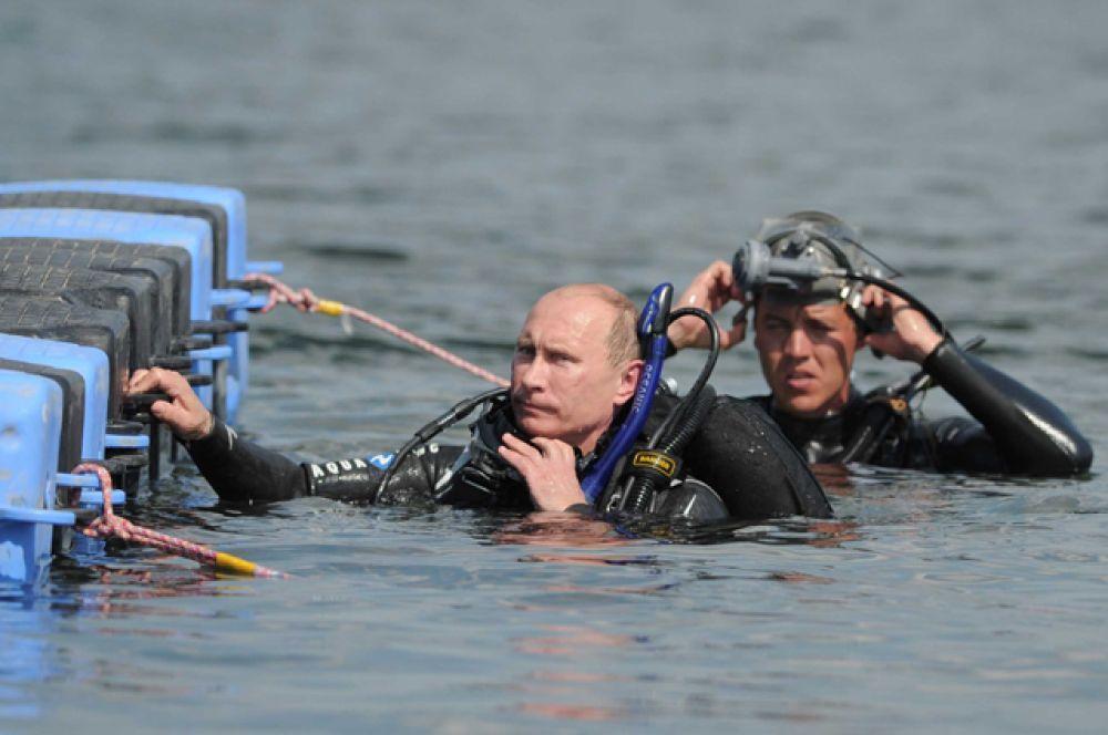 Водолаз. Также он погрузился с аквалангом на дно Таманского залива, чтобы увидеть «Русскую Атлантиду» — затопленную часть Фанагории.