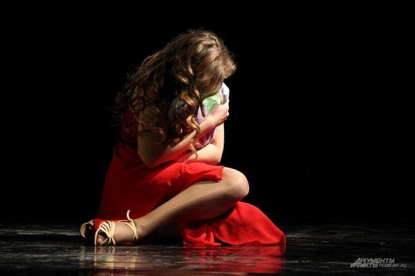 Девушки продемонстрировали свои таланты во время творческого этапа конкурса.