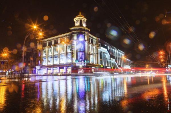Осенний вечер в центре донской столицы.