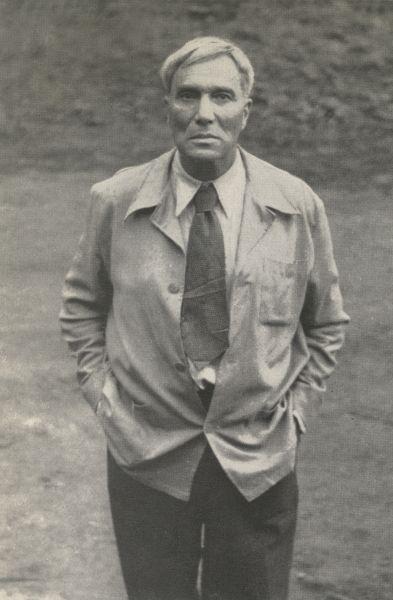 Борис Пастернак, российский писатель и переводчик. Был вынужден отказаться от Нобелевской премии по литературе в 1958 году из-за политического давления. Шведская академия вручила диплом и медаль его сыну Евгению в 1989 году.