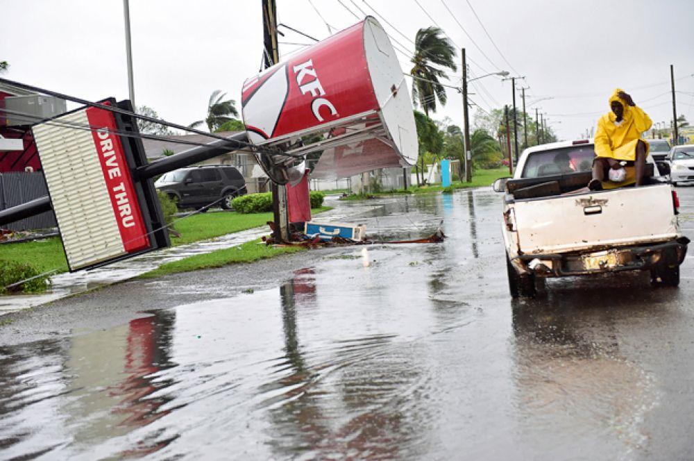 На Гаити отправлена специальная группа ООН, чтобы оценить ущерб и объем помощи, который требуется местным жителям.