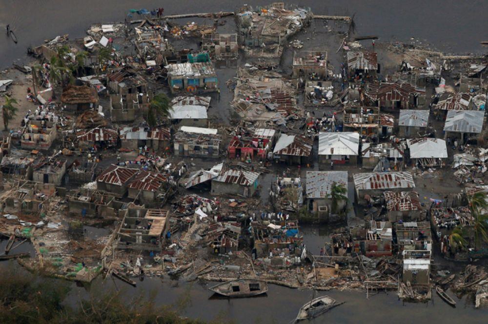 Президент США Барак Обама объявил во Флориде и Южной Каролине чрезвычайное положение.