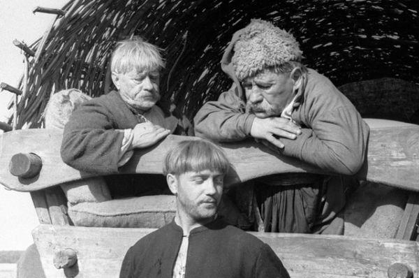 Артист Леонид Куравлев в роли Хомы Брута в фильме «Вий» (1967).