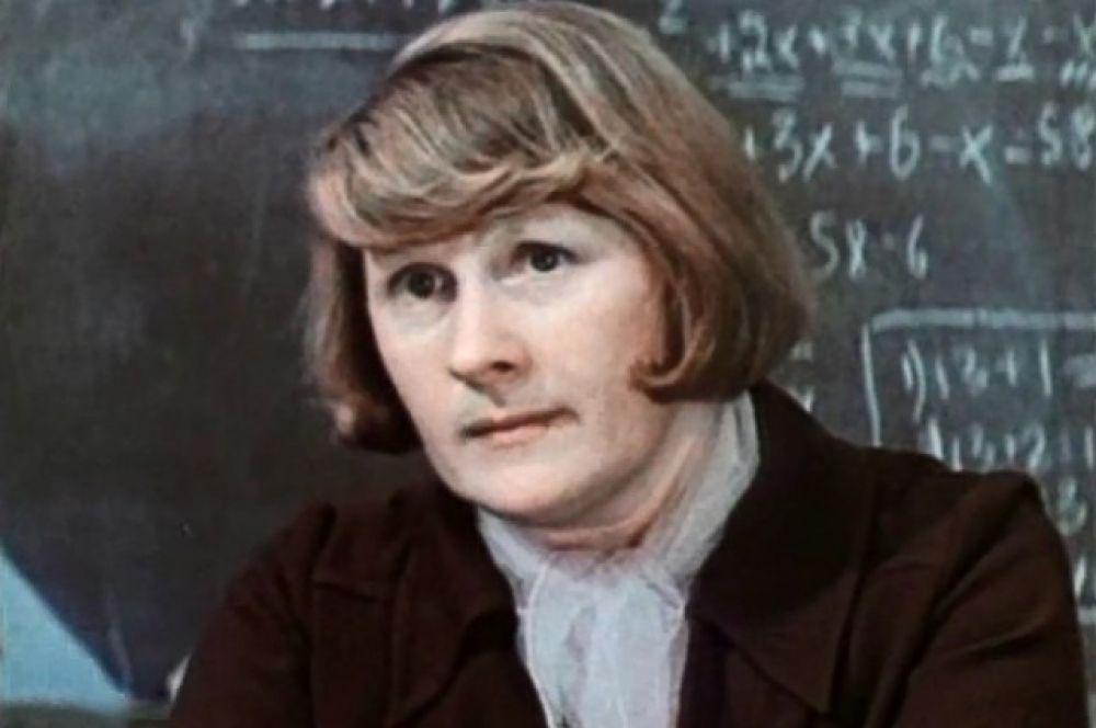 Валентина Михайловна в фильме «Последняя двойка» (1977).