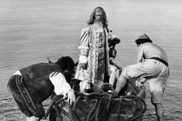 Леонид Куравлев в роли Робинзона Крузо на съемках кинофильма «Жизнь и удивительные приключения Робинзона Крузо» (1972).