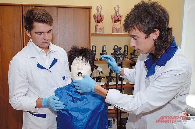 Извлекать инородное тело из дыхательных путей интереснее, чем делать перевязки, считают ребята.