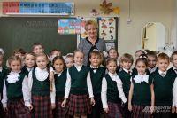 В.П. Кинешова и 1-й «В». Всего же в начальной школе 567 детей.