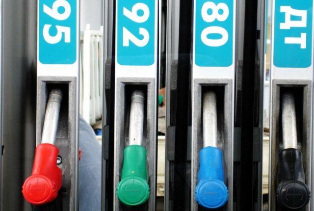 Цена на топливо АИ-92 составила 33,42 рубля за литр.