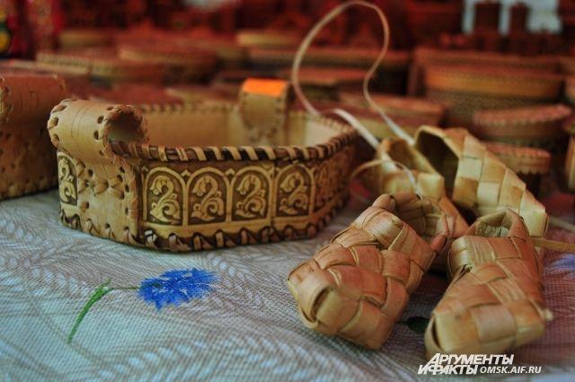 Изделия из бересты - один из символов России.