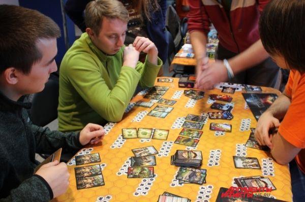 Любителям настольных игр показали, как можно играть в World of tanks без компьютера.