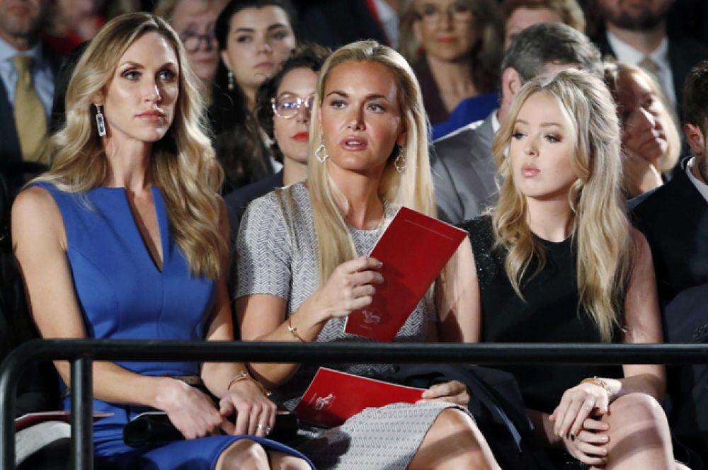 Невестки Дональда Лара и Ванесса Трамп и дочь Тиффани.