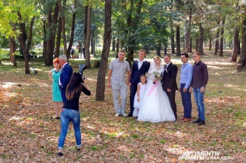 Представить осень без свадеб просто невозможно.