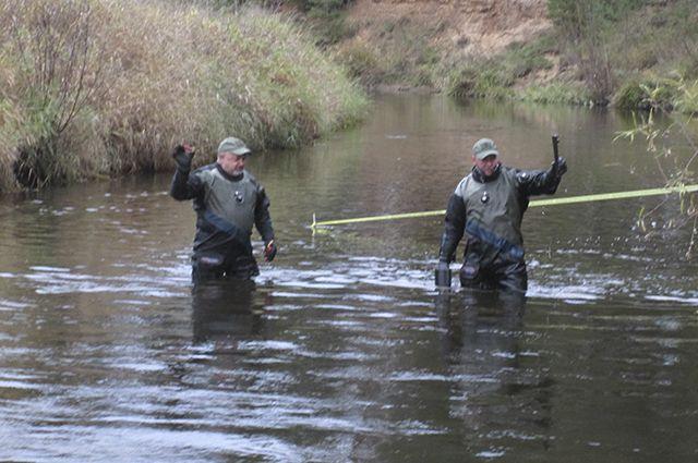Ружье подозреваемые выбросили в реку.