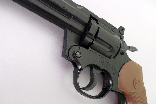 ВСуксуне педагог физкультуры выстрелил вшкольников из«пневматики»