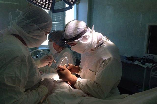 Новосибирские хирурги удалили огромную опухоль щитовидки
