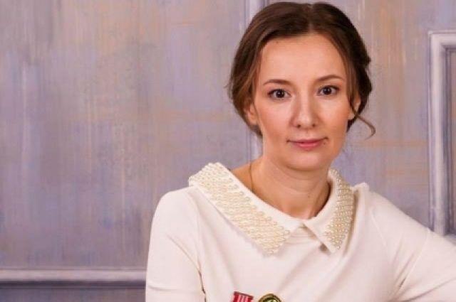 Анна Кузнецова поручила Ирине Мирошниковой выяснить обстоятельства происшествия.